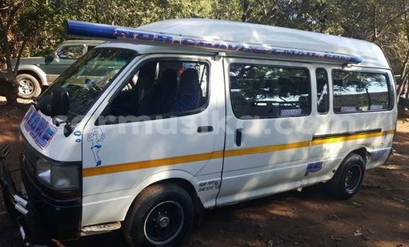 Buy Toyota Hiace White Car in Alexandra Park in Harare