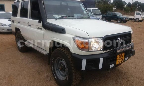 Buy Toyota Land Cruiser White Car in Alexandra Park in Harare