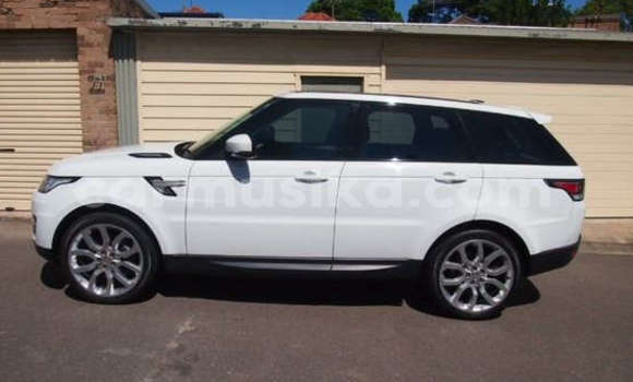 Buy Land Rover Range Rover White Car in Alexandra Park in Harare